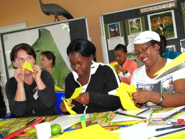 cranes in the classroom Eidin, Lindz, Ntombenhle making puppet.res