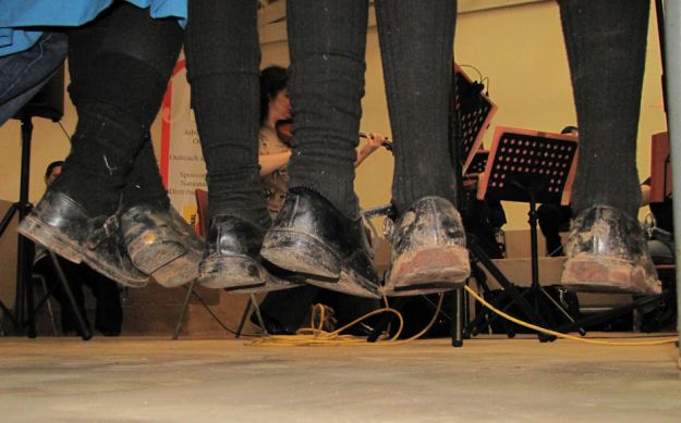 feet at concert at curry's post res