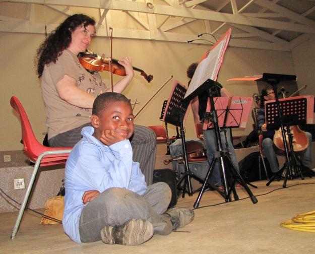Tawanamyasha Kademaunga enjoys the concert at curry's post res.