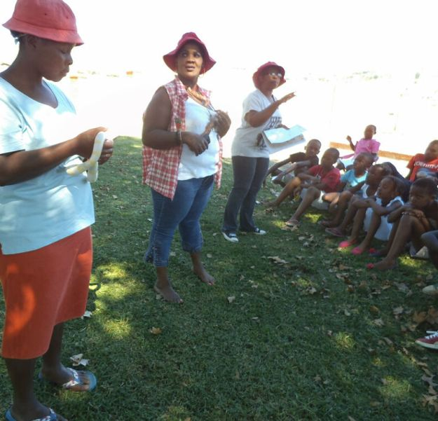 Lindz, Tutu and Ntombenhle snakes in Mpop