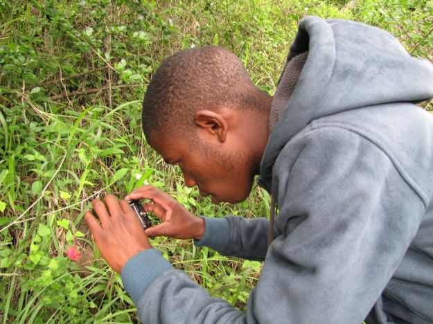 r qiniso photographing